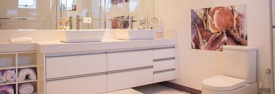 miroir grossissant pour la salle de bain
