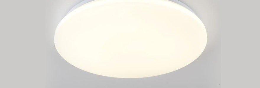 plafonnier LED rond en forme de hublot, posé au plafond